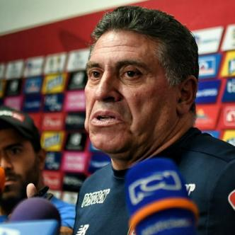 Luis Fernando Suárez habló ayer con los medios de comunicación antes de iniciar la práctica de Junior en Adelita de Char.