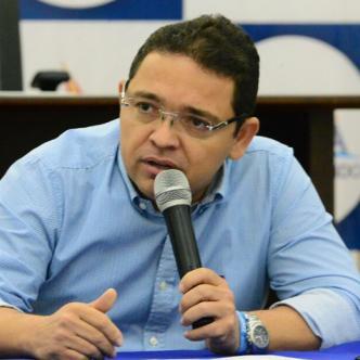 El Juez Octavo Penal Municipal con Funciones de Control de Garantías, Álex Vila Farelo, dictó medida de aseguramiento en contra del alcalde de Santa Marta, Rafael Martínez.