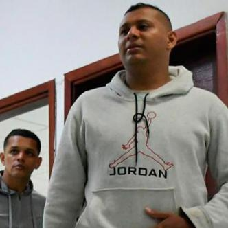 Los expolicías Luis Miguel Canedo y Andreis Rafael Juliao durante la audiencia de imputación de cargos.
