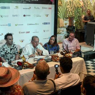 Heriberto Fiorillo (centro), entregó detalles del Carnaval de las Artes ayer en las instalaciones de La Cueva.