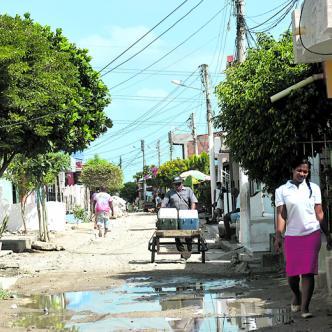 En esta calle fue donde presuntamente fue atacado de una puñalada Jhon Carlos a manos de su supuesto amigo tras entregarle $40.000 que se había encontrado en el suelo. Lorena Henríquez