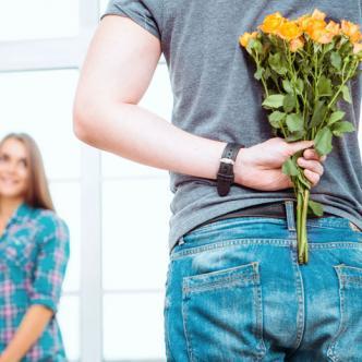 Hay ocasiones en las que se debe saber leer las señales que demuestran que un hombre está enamorado.