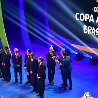El sorteo se llevó a cabo ayer en el centro de eventos Ciudad de las Artes en Río de Janeiros y contó con importantes figuras del fútbol sudamericano. | AFP
