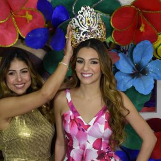 La reina del Carnaval, Carolina Segebre, durante la entrega de la corona que lucirá en la ceremonia de coronación. | Jhon Robledo