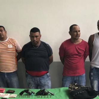Estos son los cuatro hombres capturados por la Policía tras atracar a una pareja en el norte de Barranquilla.