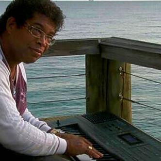 Rignald Recordino o simplemente Doble R, como es conocido internacionalmente, es uno de los músicos caribeños más importantes de todos los tiempos   Facebook