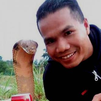 Abu Zarin Hussin, domador de serpientes | Internet