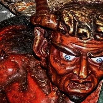 La estatua del demonio Asmodeo, guardián de los secretos, sostiene la pila bautismal | Blasting News