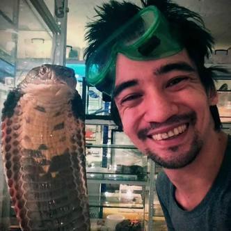 Arslan trabajó en un zoológico y por eso sabía cómo tratar las serpientes | Infobae