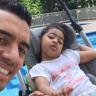 El exzaguero vallecaucano Andrés Felipe González con su hija Julieta.