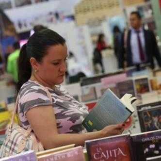 Además de asistir a las diferentes ponencias, los visitantes podrán adquirir los textos.