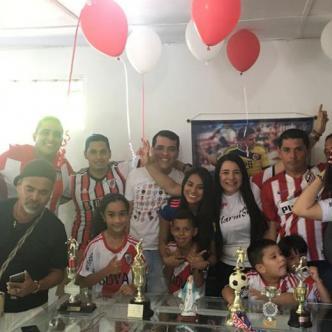Con mucha expectativa vivieron los familiares de Rafael Santos Borré en el barrio Las Palmas el partido del atacante barranquillero.