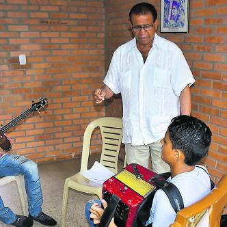 A pesar de su difícil situación económica, 'El Turco' Gil continúa enseñando a las nuevas generaciones.