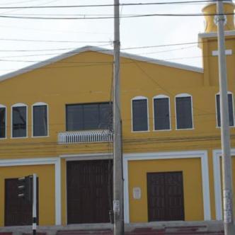 Fachada de la Iglesia San Rafael del barrio Rebolo, calle 30 carrera 25, víctima de atraco. | Johnny Olivares