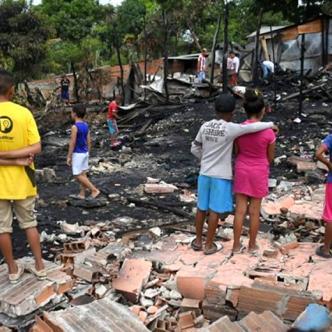 Las familias lo perdieron todo tras el incendio de sus viviendas. | Al Día