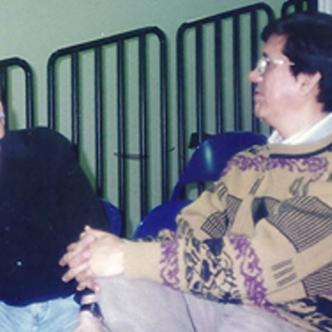 Néstor Emiro Gómez Ramos conversa con el maestro Johnny Colón, figura salsera que impuso temas como el Cayo, Merecumbé, Cuero estirao.