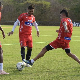 Jugadores de Junior durante una sesión de prácticas el viernes pasado en Adelita de Char. El cuadro barranquillero recibe la visita hoy del Atlético Huila por Liga Águila I.