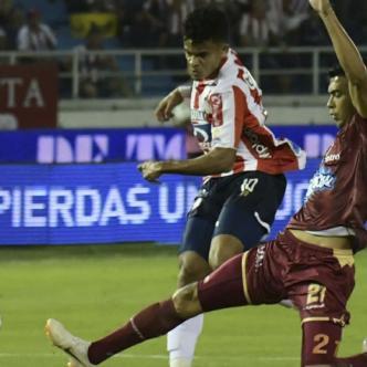 Acción del tanto convertido por el delantero guajiro Luis Díaz y que significó el 1-0 para Junior anoche ante Tolima, que al final daría vuelta al marcador y se llevarían la victoria 2-1.