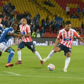 Teófilo, a pesar de la asistencia en el gol de Jarlan, sigue lejos de su mejor nivel.