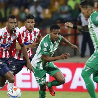 Acción de riesgo en el área de Junior, que anoche cayó derrotado 1-0 ante Nacional por Copa Águila.