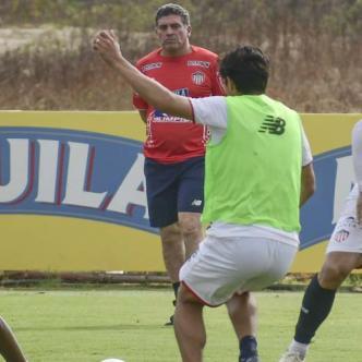 Junior se alista con todo para el debut en Copa Libertadores mañana ante Palmeiras en el estadio Metropolitano.
