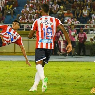 Luis Díaz remató de media chilena frente al Deportivo Pasto. La pelota resultó demasiado desviada. | Jesús Rico
