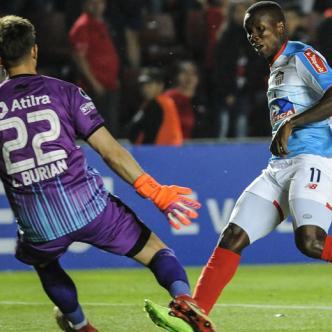 Daniel Moreno definió con sutileza a la salida del meta Leo Burián para poner el 1-1.