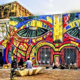 El carrera 50, frente a la Aduana encuentra este colorido mural.