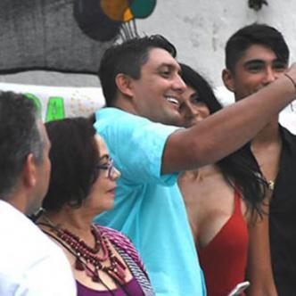 La foto de la 'selfie' del Director de Distriseguridad fue tomada durante un acto de la fiesta de las Mercedes en San Diego.
