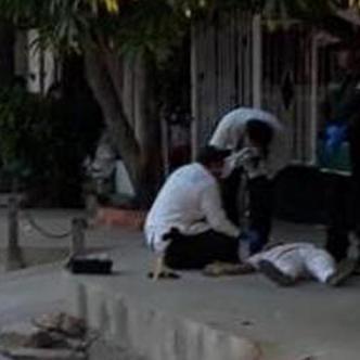 Autoridades durante la inspección del cuerpo.