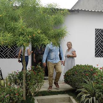 En esta casa del barrio El Edén vivía Richard Vallejo Sarmiento (izq), quien falleció la mañana de ayer en la Clínica María Reina.