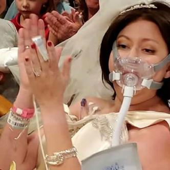la joven comenzó a  sentir un extraño bulto en uno de sus pechos,el 23 de diciembre del 2016 le diagnosticaron cáncer de mama y ese mismo día, David decidió proponerle matrimonio   Christina Lee