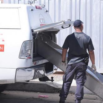 El Instituto de Medician Legal de la ciudad no daba abasto para atender ayer la cantidad de casos de muerte que fueron entregados por las autoridades. En total se realizaron 6 levantamientos de cuerpos en diferentes sectores de la ciudad.