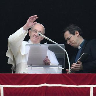 El papa Francisco en su tradición oración de los domingos.