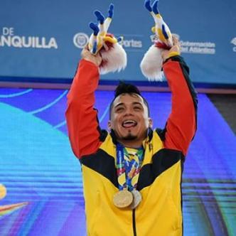 Carlos Berna festeja su triunfo. | Al Día