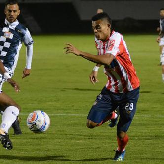 Junior no pudo mantener la ventaja de 1-0 que consiguió a partir del minuto 12. Luis Díaz fue uno de los jugadores más dinámicos en el equipo Tiburón.