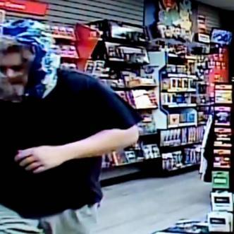 Este curioso momento quedó registrado por la cámaras de seguridad del sitio y publicado en la página de Facebook del Departamento de Policía de St. Marys, de Georgia, Estados Unidos | Captura de video