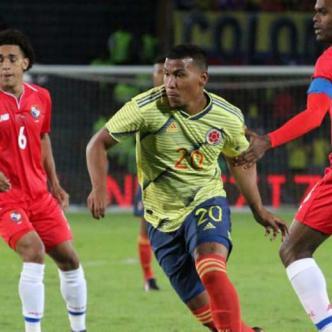 Roger Martínez disputando un partido con la Selección Colombia. | FCF.
