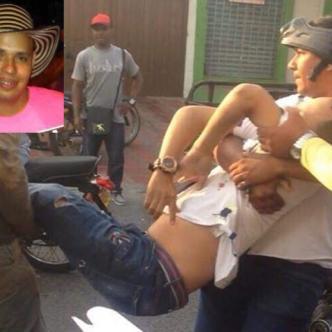 Momentos en que la gente auxilia a Vicente Olivo González (recuadro con camisa negra), quien murió en el Hospital Barranquilla / Dustyn Flórez Bolaños (segundo recuadro). | Cortesía