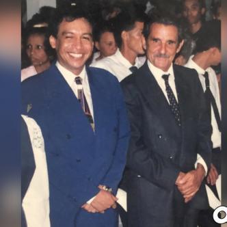 El primero de diciembre de 1993 en el Colegio 'Hugues Manuel Lacouture' Diomedes y Leandrito recibieron la exaltación de bachilleres Honoris Causa.