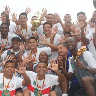 Los jugadores de la Selección Atlántico celebraron recordando los nueve títulos que tiene el departamento en esta categoría. | Cortesía.