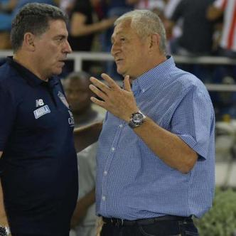 Luis Fernando Suárez y Eduardo Lara hablaron al final del partido, en que Junior y Envigado igualaron 0-0 anoche en el Metropolitano.