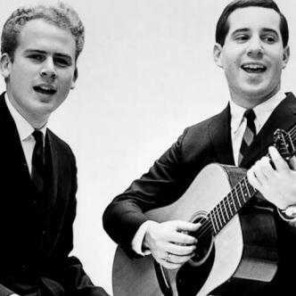 Simon and Garfunkel fue un dúo de folk rock que alcanzó la popularidad en los 60. Otros de sus hits es 'Señora Robinson' | ABC News