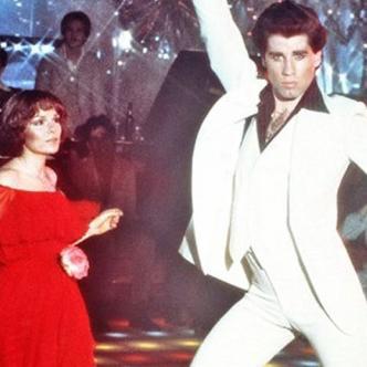 John Travolta con su baile enloqueció a los jóvenes setenteros.