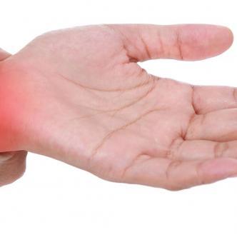 En caso de padecer la enfermedad, los ejercicios ayudan a mejorar la circulación y, a la vez, a reducir la tensión en las muñecas y manos.