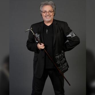 Patrick Hernández, de 69 años es una de las leyendas vivientes de la música Disco.