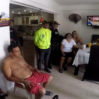 Momento en que a Maldonado le informan sobre la orden de captura en su contra y el allanamiento. | Captura de video