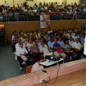 La conferencia del médico Carlos Castro Espinosa duró cuatro horas.