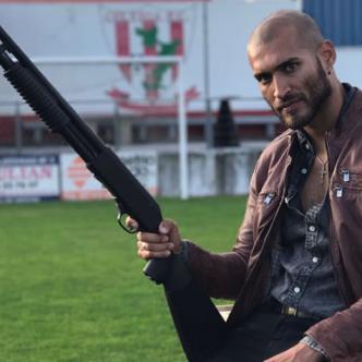 Édgar Vittorino en España ha participado en tres producciones y en todas realiza papeles oscuros. En 'Vivir sin permiso' interpreta a Freddy, un sicario paisa.