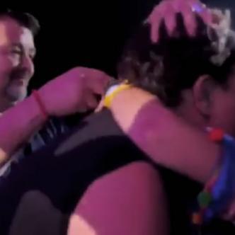 El beso entre Carlos Vives y una de sus fanáticas | ALDÍA.CO